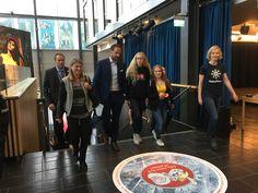 Hans Kongelige Høyhet Kronprins Haakon ankom konferansen sammen ungdom og ordfører Lene Conradi