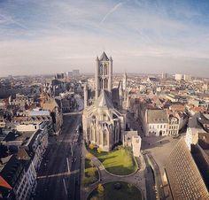 Smešten u Flandriji, ovaj zanimljivi gradić često je nepravedno zapostavljen. Njegovi stanovnici zato su odlučili da putem Instagrama pokažu celom svetu kako on izgleda u njihovim očima. Paris Skyline, Blog, Travel, Hampers, Viajes, Blogging, Destinations, Traveling, Trips
