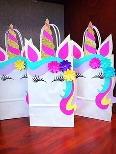 Gracias por ver mi tienda. Las bolsas son 5 x 8-craft blanco Es luz y color de rosa caliente. La única diferencia en las dos es la sombra de color rosa. Por favor, eligió uno en retirada o mitad y mitad. Los colores incluyen turquesa/verde Aqua, rosa púrpura y lavanda. Todos