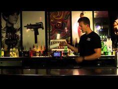 Flair 107 Throws - DrinksMeister har i samarbejde med Kasper Skjød fra Utopia Bartenderskole fået lavet en lang række Flair videoer til alle jer derude. Her kan du bl.a. lære dig selv nogle basic flair moves, samt få en fornemmelse af hvad du kan lære på Utopia bartenderskole.     http://www.drinksmeister.dk - alt om bartending  http://www.mixmeister.dk - alt i barudstyr og ingredienser