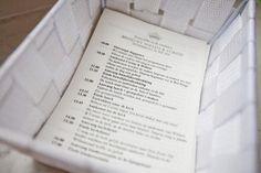 Voor elke bruiloft maak ik een dagprogrammakaartje zodat alle daggasten weten wat van hen verwacht wordt! Koninklijke bruiloft van Willem en Corine (deel 2) - Pinterested @ http://datregelikwel.nl.