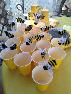 Awesome DIY Birthday Decorations for Kids - Winnie the Pooh Honeycomb Backdrop My aunt added cute bees to my yellow cups We used these as our fruit cups Winnie Pooh Baby, Winnie The Pooh Birthday, Bumble Bee Birthday, Baby Birthday, Birthday Ideas, Diy Birthday Decorations, Baby Shower Decorations, Bumble Bee Decorations, Birthday Backdrop