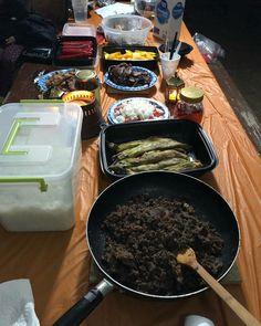 Dinner ng mga campers ⛺️⛺️⛺️ • • • •  #dinner #campingfood #camping #food #foodie #foodporn #eat #eating #eeeeeats #cachumalake #thisislife #10.12.2019 Campingfood, Camping Meals, Campers, Beef, Dinner, Camp Meals, Meat, Dining, Camper Trailers