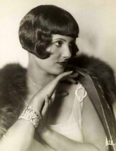 Betty Compton, 1904 - 1944. 40; actress.