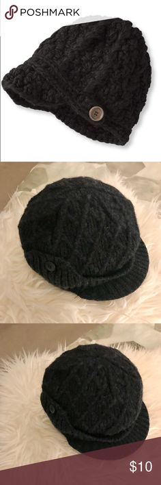 NWOT L.L. Bean Knitted Brimmed Hat NWOT / Never Worn  Cozy brimmed knit hat in Charcoal Gray by L.L. Bean Wear -everywhere knit hat for winter in a modern, feminine design. Fabric & Care Handwash, dry flat. Construction Thick, hand-knit acrylic yarns  Small / Visor brim L.L. Bean Accessories Hats