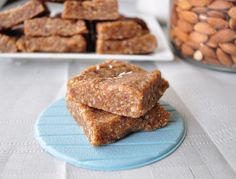 Coconut Cream Larabars - These literally took about 5 minutes to make. Can it get any easier? 22 Healthy Snack Bar Recipes perfect for school lunch boxes. Many are vegan, grain free and gluten free. Healthy Snack Bars, Vegan Snacks, Vegan Desserts, Healthy Desserts, Raw Food Recipes, Bar Recipes, Healthy Recipes, Paleo Dessert, Dessert Recipes