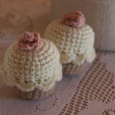"""""""3 crochet amigurumi vanilla cupcakes"""" #Amigurumi  #crochet"""