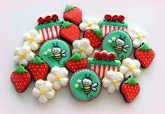 bee & strawberry cookies. http://www.flickr.com/photos/mint_lemonade/8621499747/