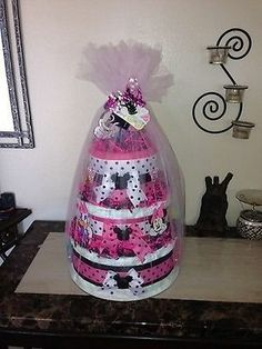 Baby shower ideas for girls themes minnie mouse diaper cakes 31 ideas Baby Shower Nappy Cake, Diy Diaper Cake, Nappy Cakes, Baby Shower Diapers, Cake Baby, Baby Shower Crafts, Baby Shower Themes, Baby Shower Decorations, Shower Ideas