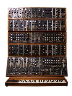 A slightly daunting, 'old school' analogue Moog. - why Brian Eno has to be a genius to even switch the thing on. Vintage Synth, Vintage Keys, Foley Sound, Radios, Moog Synthesizer, Recording Equipment, Dj Equipment, Analog Synth, Keyboard Piano