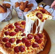 Never Order Pizza Again, Learn It Today!You can find Food cravings and more on our website.Never Order Pizza Again, Learn It Today! I Love Food, Good Food, Yummy Food, Tasty, Comida Pizza, Pizza Food, Pizza Hut, Seafood Pizza, Deli Food