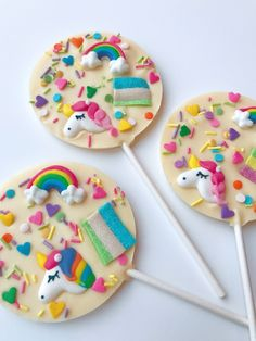 Planning a unicorn themed party? Or looking for some magical treats. These fun and colourful unicorn chocolate lollipops make a great yummy Paletas Chocolate, Chocolate Pops, Chocolate Lollipops, Chocolate Treats, Belgian Chocolate, White Chocolate, Lollipop Party, Lollipop Cake, Unicorn Foods