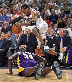 Allen Iverson over Shaquille O'Neal, NBA finals 2001 Basketball Is Life, Basketball Pictures, Basketball Legends, Basketball Uniforms, Sports Basketball, Basketball Players, Basketball Jones, Basketball Shooting, Sport Nutrition