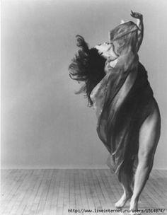 Isadora Duncan - More pics at http://www.liveinternet.ru/users/slavyankali/post256121579/ (via Mudwerks and liveinternet)