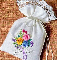 #elişi #rokoko #lavantakesesi #lavanta #lavantayastığı #lavander #dantel #brezilyaembroidery #hediyelik #özeltasarım #lace #handmadelove #düğünorganizasyonu #embroidery #gelinbohcasi #damatbohcasi #nişanbohçasi #isviçreketeni
