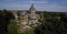 Im Rhein-Kreis Neuss gibt es eine Vielzahl baulicher Überbleibsel aus dem Mittelalter. Einige Burgen und Schlösser sind besonders gut erhalten und stellen tolle Ausflugsziele dar.  Das Wasserschloss Hülchrath in Grevenbroich ist eine kurkölnische Landesburg. Sie wurde im 12 Jahrhundert errichtet und galt seinerzeit als eine der bedeutendsten Landesburgern des Kölner Territoriums. Hofbereich und Außenanlagen sind für Besucher zugänglich. Außerdem gibt es Räume für Hochzeiten und Firmenfeiern…