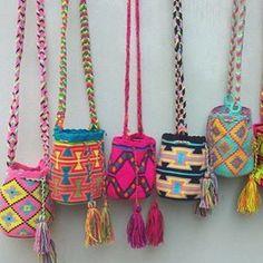 Mini Wayuu Bags - www.html CUTE MINI WAYUU BAGS Mochila Crochet, Ethno Style, Tapestry Crochet, Knit Crochet, Boho Bags, Fabric Bags, Crochet Purses, Clutch, Knitted Bags