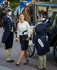 Sweden's Crown Princess Victoria and Prince Daniel (R) arrive to attend the opening of the Swedish parliament in Stockholm on  30.09.2014