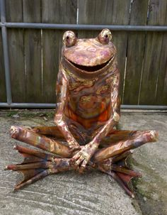copper frog sculpture by Beau Smith. Frog Statues, Garden Statues, Sculpture Art, Garden Sculptures, Frog And Toad, Reptiles And Amphibians, Metal Crafts, Buddha, Copper
