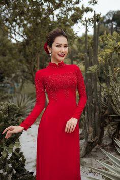 Vietnamese Wedding Dress, Vietnamese Dress, Ao Dai Wedding, Red Frock, Traditional Gowns, Weeding Dress, Burgundy Dress, Dress Red, Beautiful Asian Women