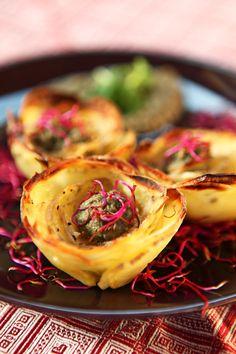 Per iniziare bene la settimana vi regalo una rosa...si, ma di patate!  Buon lunedì a tutti!! ;)  Ricetta su: http://karmaveg.it/rose-patate-mousse-carciofi/