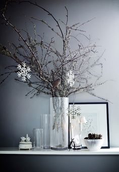 Festive home in dark grey - via cocolapinedesign.com