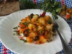 Hellena  ...din bucataria mea...: Cartofi rantaliti Cauliflower, Meat, Chicken, Vegetables, Food, Cauliflowers, Veggies, Vegetable Recipes, Meals