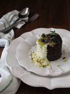 Venere rice with mushrooms, fondue and pistachios-Riso Venere con funghi, fonduta e pistacchi Venere rice with fondue mushrooms and pistachios - Raw Vegan Recipes, Meat Recipes, Italian Recipes, Good Food, Yummy Food, Black Food, Weird Food, Food Design, Pistachio
