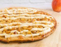 Une délicieuse pizza de tarte aux pommes qui peut être très agréable et constructive à faire avec des enfants parce que c'est facile à faire! :) Party Desserts, Dessert Recipes, Dessert Ideas, Sweet Pizza, Dessert Pizza, Pizza Recipes, Apple Pie, Vegetable Pizza, Macaroni And Cheese