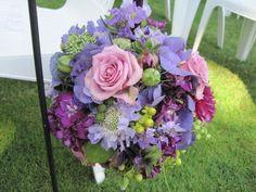 flower-ball-on-shepherd-hook-Ainsworth-House-Françoise-Weeks.jpg 600×450 pixels