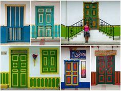 Ventanas, puertas y balcones compiten en llamar la atención. Wood Doors, Decoupage, Photos, Boutique, Frame, Interior, Places, San Rafael, Jeep Willys