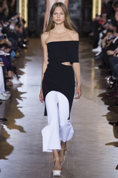 Stella McCartney Spring/Summer 2016 Ready-To-Wear Paris Fashion Week Fashion Week Paris, Runway Fashion, White Fashion, Love Fashion, Fashion Show, Fashion Design, Stella Mccartney, Spring Summer 2016, Spring Summer Fashion