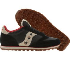 Saucony Jazz Low Pro CL shoes in black and red.