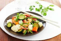 Medemblik - Voor het menu van vandaag heeft u uw wok nodig. Op het menu staan namelijk scampi's met kokos en wokgroenten. Snel te bereiden en heerlijk om te eten en natuurlijk een gezonde maa...