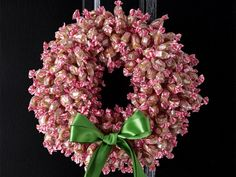 You Can Easily Make Your Own DIY Christmas Wreaths At Home This Christmas - http://www.amazinginteriordesign.com/can-easily-make-diy-christmas-wreaths-home-christmas/