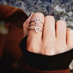 Thin stacked rings - heart and skull Luanna Perez, Le Happy, Cute Rings, Heart Ring, Fashion Accessories, Silver Rings, Jewels, Stacked Rings, Lovely Things