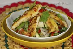 Thajská kuchyně recepty - Labužník.cz Chicken, Meat, Food, Asia, Eten, Meals, Cubs, Kai, Diet