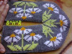 Booties Crochet, Crochet Slippers, Tunisian Crochet, Knit Crochet, Diy And Crafts, Arts And Crafts, Slipper Socks, Twine, Mittens