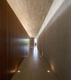 | DETAILS | Photo Credit - #ReduxHouse Bragança Paulista / Brazil / 2013 / #studiomk27 ... concept for cove lighting in basement corridor