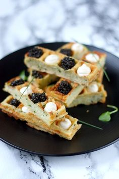 Potato waffles with caviar - Holiday aperitif - Potato waffle fingers: an original idea to enhance your holiday appetizers, with a touch of caviar - Brunch Appetizers, Holiday Appetizers, Appetizer Recipes, Snack Recipes, Potato Recipes, Tapas, Potato Waffles, Inexpensive Meals, Appetisers