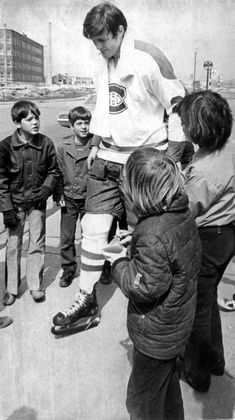 History Through Our Eyes: April Pete Mahovlich with young fans Hockey Teams, Basketball Players, Ice Hockey, Montreal Canadiens, Ken Dryden, Playoff Picture, Family Tv Series, David Cassidy, The Championship