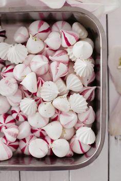 Rhubarb Eton Mess cupcakes, cakes and magnolias No Bake Treats, Yummy Treats, Sweet Treats, Yummy Food, Eton Mess, Pavlova, Macarons, Sticky Pudding, Baking Recipes