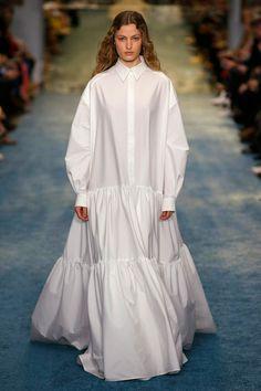 Carolina Herrera New York, Carolina Herrera Bridal, Fashion 2020, Runway Fashion, Fashion Show, Fashion Design, Fashion Trends, Muslim Women Fashion, Modest Fashion