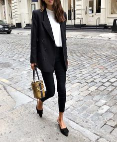 17 black blazer outfit ideas - Black blazer with jeans Best Picture For minimalist fotography For Your Taste You are looking for - Mode Outfits, Casual Outfits, Fashion Outfits, Black Blazer Outfits, Classy Outfits, Blazer Fashion, Black Work Outfit, Workwear Fashion, Dress Outfits
