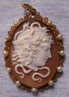 Medusa / http://antiquecameos.net