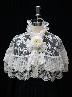 Lace Capelet Elegant Lace Cape in White by GlassWorldMasquerade, $115.00 I WISH THIS WASN'T SO EXPENSIVE!!!!
