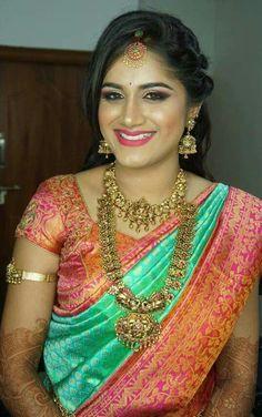 New ideas for fitness photoshoot ideas portraits beauty Pattu Saree Blouse Designs, Bridal Blouse Designs, Bridal Silk Saree, Saree Wedding, Wedding Poses, Wedding Bride, South Indian Bride, Indian Bridal, Saree Hairstyles
