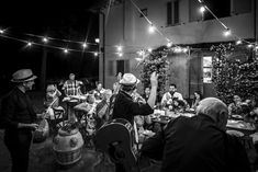 Bulbs strings and Folk Music for an intimate wedding in Tuscany, Certaldo