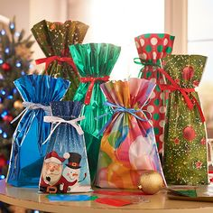 Are you tired of wrapping Christmas gifts one after another? Our drawstring gift bag set can save you from boring and tediousness. First, place your gift in perfectly sized festive bags. Second, use the drawstring ribbon to secure the top of the bag Christmas Wrapper, Christmas Gift Bags, Christmas Gift Wrapping, Christmas Themes, Christmas Presents, Christmas Tree Decorations, Holiday Gifts, Christmas Crafts, Christmas Christmas