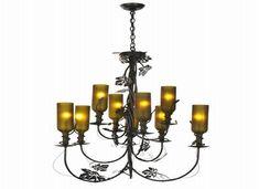 Garrafas de vinho ou cerveja e vidros de condimentos podem ser transformados em belíssimas luminárias para decoração. Com a tendênc...